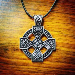 collar artesanal vikingo
