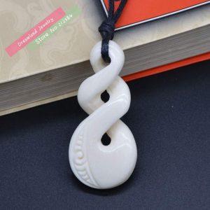 collar maori blanco